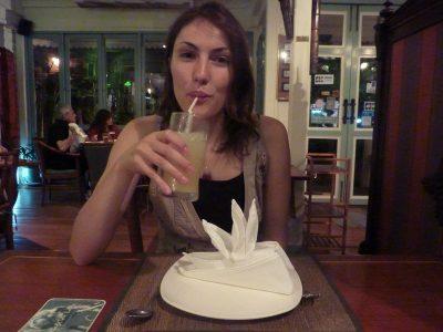 Un Bon Jus D'ananas Au Café Laos