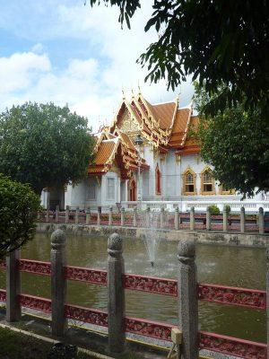 Depuis les jardins du temple