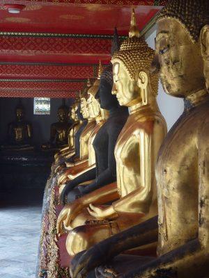Une Gallerie De Buddha Avant D'entrer Dans Le Wat Pho