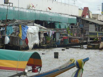 Les Rives De La Chao Phraya, Avant De Traverser Vers Le Wat Arun