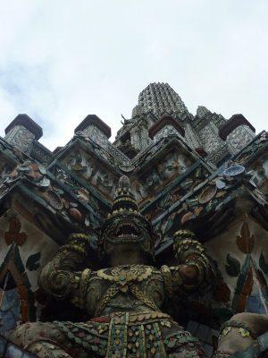 En bas du Wat Arun