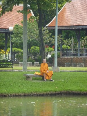 Un moine dans le parc de Suan Lumphini