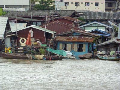 Les Habitations Le Long De La Chao Phraya