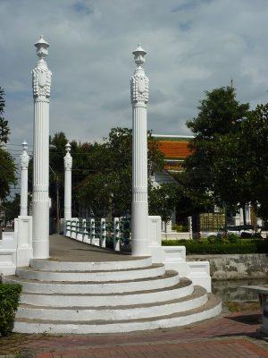 Le pont pour traverser le khlong