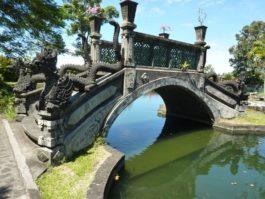 Un Pont Sculpté