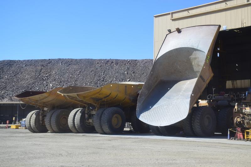 Les énormes camions de la mine