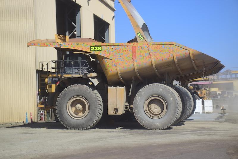 Un énorme Camion De La Mine