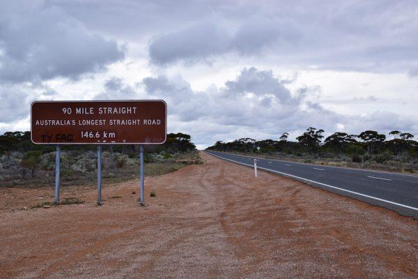La Plus Grande Ligne Droite D'Australie, Et Du Monde !