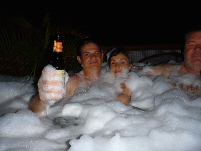 Voilà Ce Qui Arrive Lorsqu'on Met Du Liquide Vaisselle Dans Le Spa...