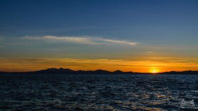 Coucher De Soleil à Taupo. Spectacle Quotidien Depuis Les Bords Du Lac.