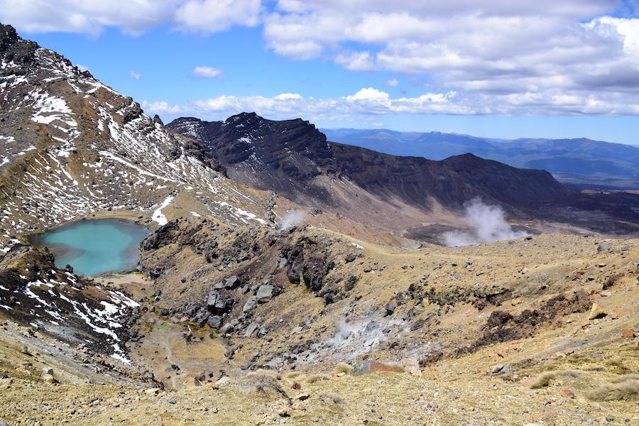 Fumerolles et lacs surréalistes
