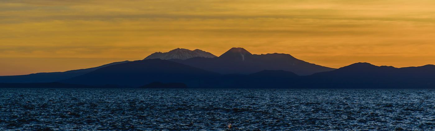Le Tongariro enflammé par le coucher de soleil