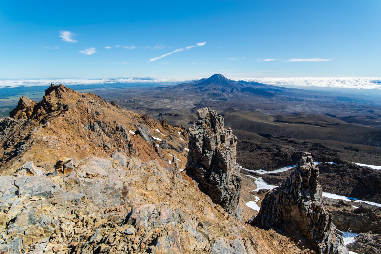 En escaladant le Mont Ruapehu, vue imprenable sur le Tongariro. Ou au sommet de l'Emyn Muil, vue imprenable sur le Mordor...