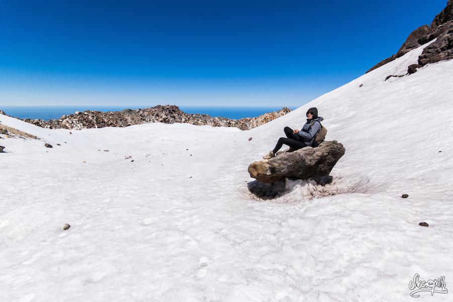 Mariette devant le cratère