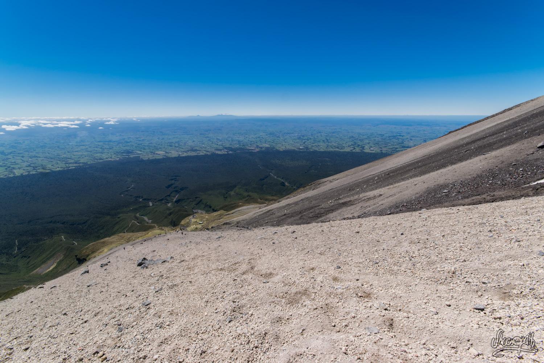 En haut du pierrier infernal du mont Taranaki