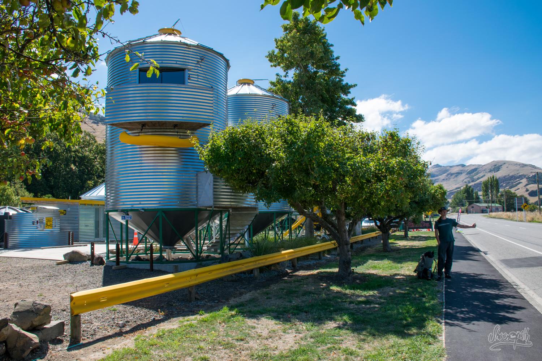 Littleriver, là où nous sommes restés bloqués 2 heures ! Oui, ce sont des silos à grains transformés en appartements