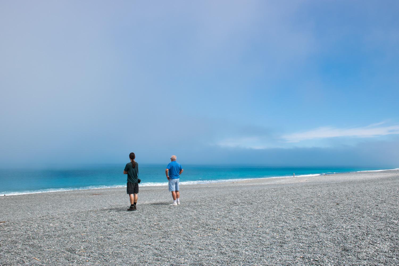 Sur une plage de galets de la péninsule de Banks