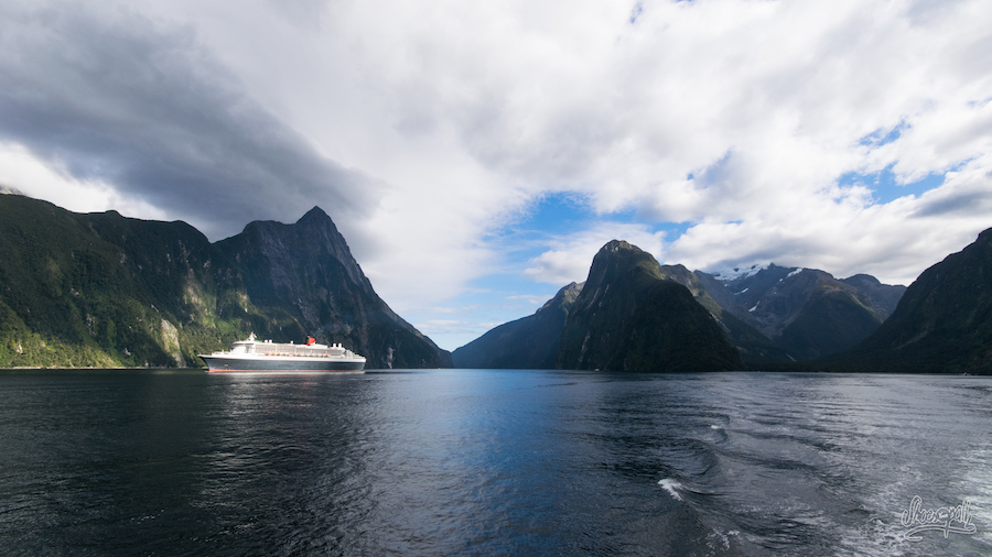 Queen Mary II dans Milford Sound