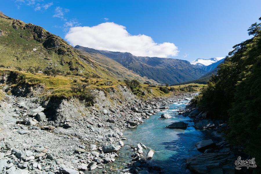 La Rivère Coulant Directement Depuis Le Rob Roy Glacier