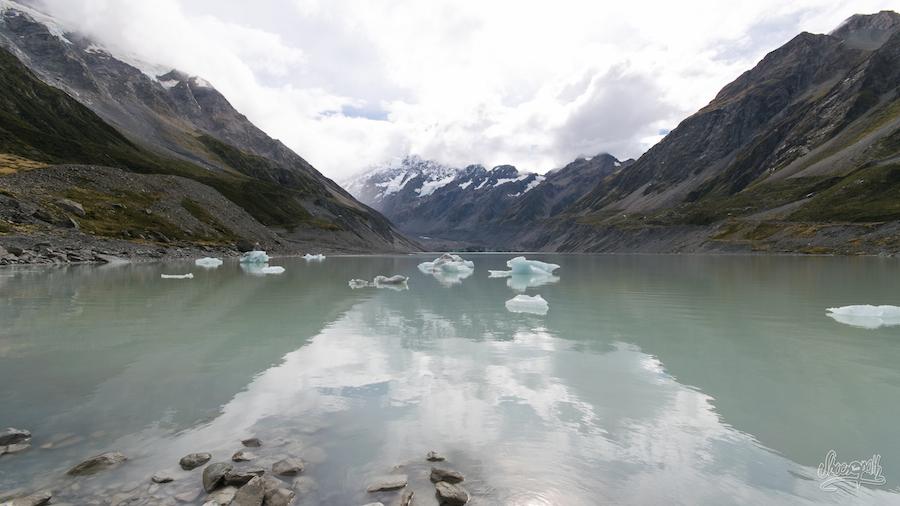 Le Hooker Lake et ses icebergs et le mont Cook