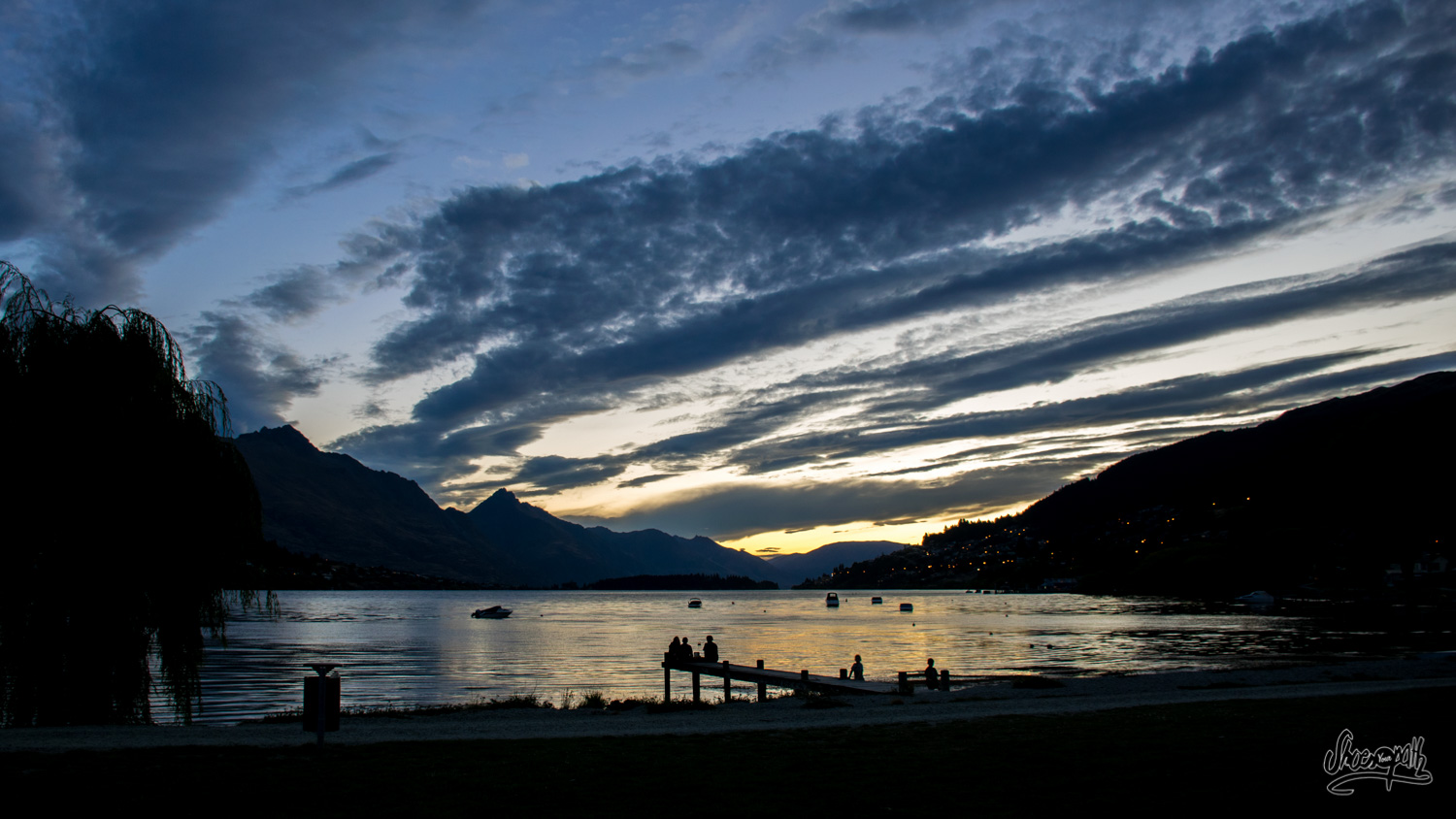 Tonight's panorama and sunset in Queenstown, from our tent !