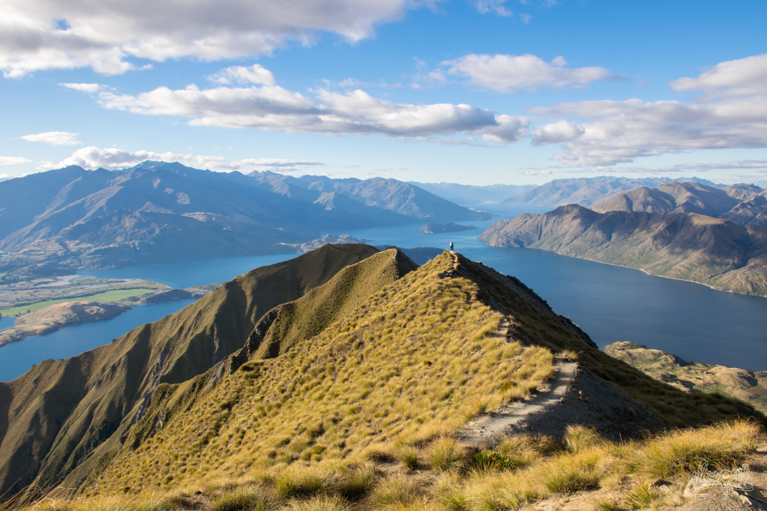 On the way up to Roys Peak summit : a nice view on Lake Wanaka