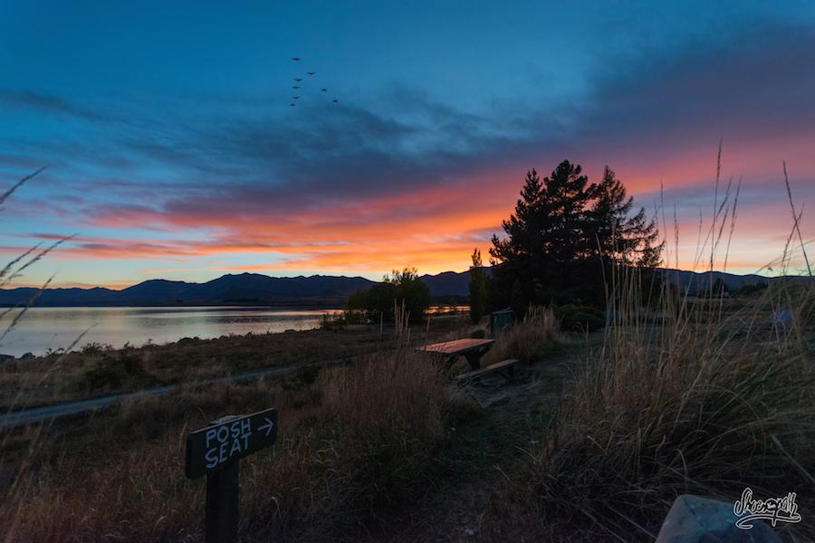 Lever de soleil sur Lake Tekapo depuis notre site de camping