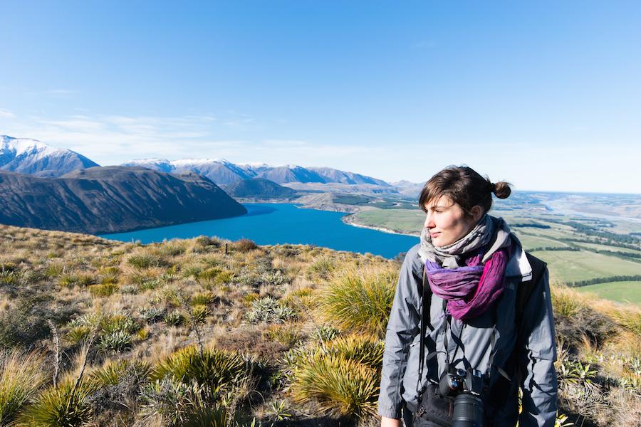 Mariette, posant sur fond de Lake Coleridge
