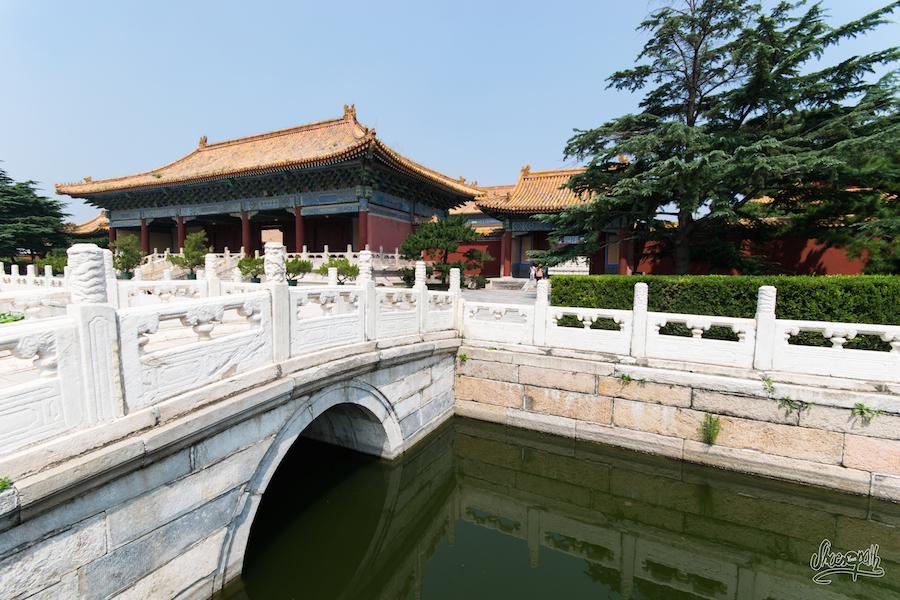 Paisible jardin zen au centre de Pékin près des temples des ancêtres impériaux