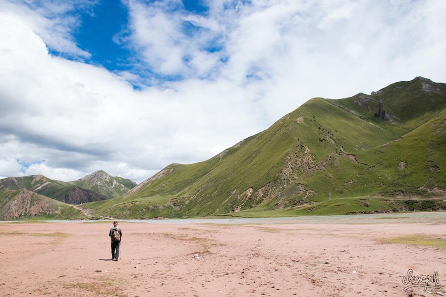 Sur les rives du Za Qu (le Mékong) un peu avant Zadoi (Photo par Mariette)