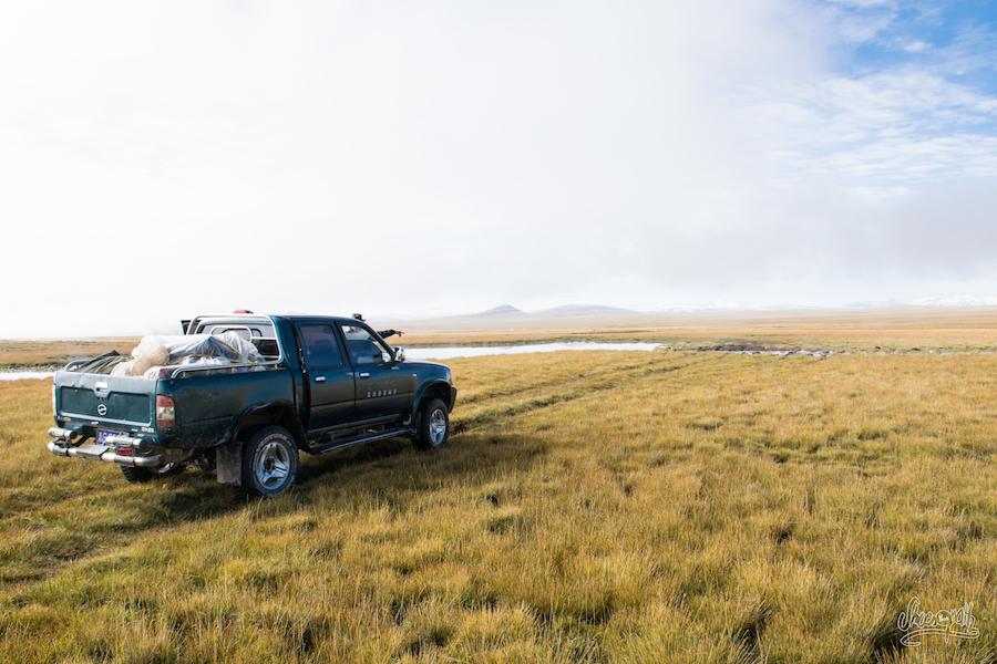 Dans les plaines, juste avant de franchir un cours d'eau boueux (Photo par Mariette)