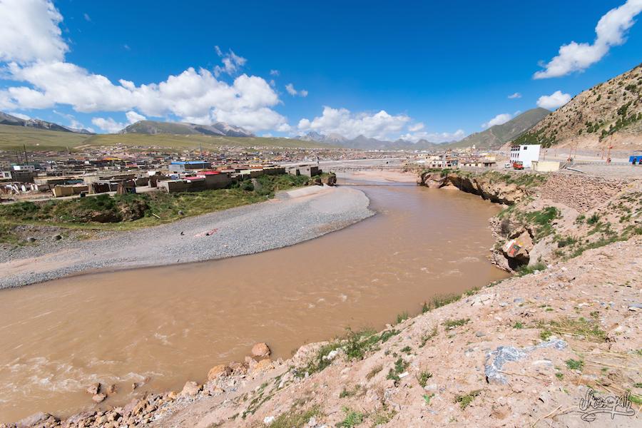 Zadoi, le Mékong, vue depuis les hauteurs de la ville.