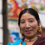 Femme Tibétaine Dans La Rue.
