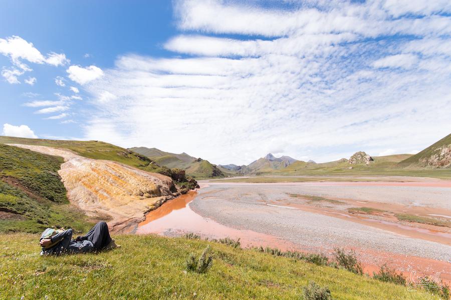 Une Autre Source Coule Le Long Des Rochers Dans Le Mékong