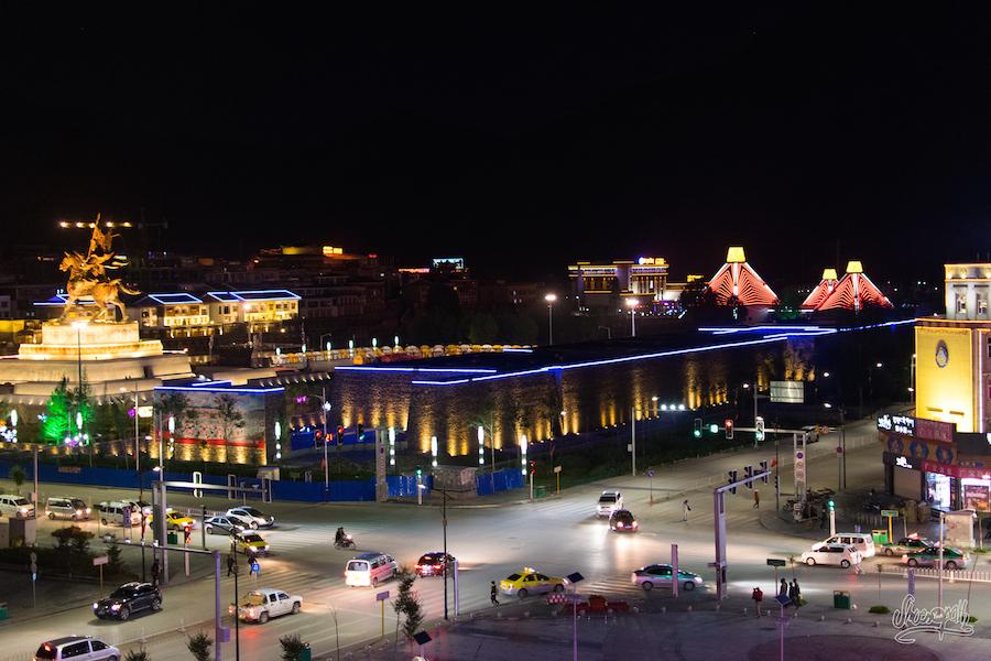 Yushu By Night Depuis Les Hauteurs D'un Immeuble