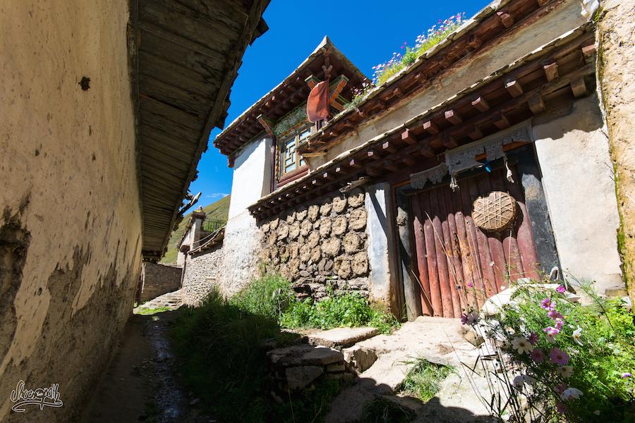 Les Ruelles D'un Petit Village De La Vallée Entre Manigango Et Garzê