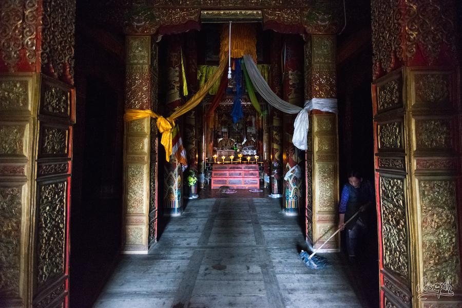 Dans le temple de Garzê