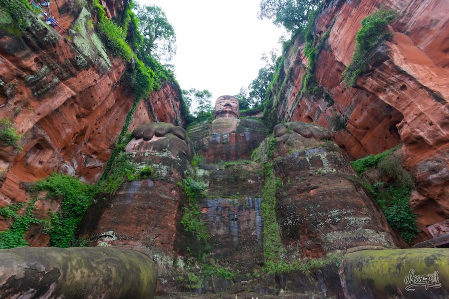 Aux pieds du grand Bouddha de Leshan