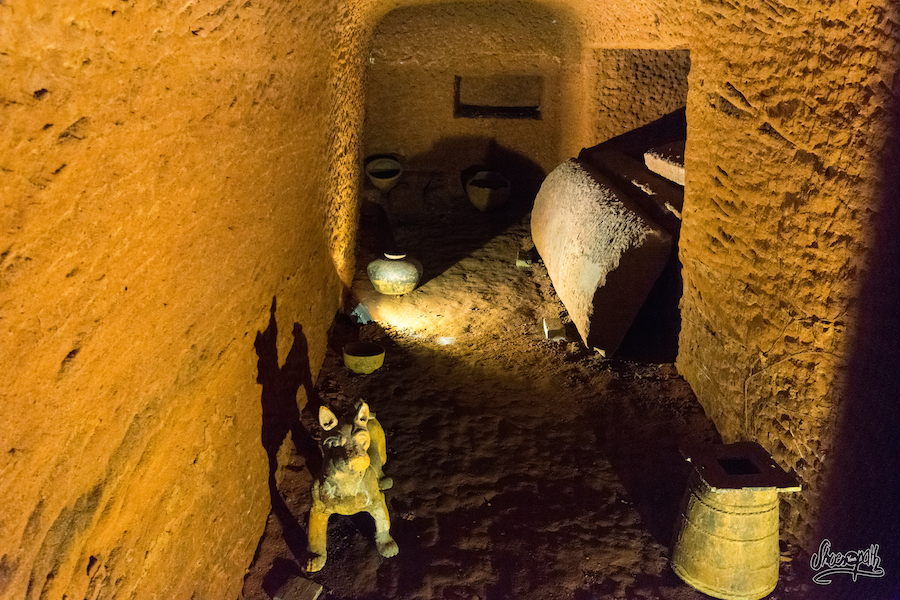 Dans Les Tombes... On Se Croirait Preque En Egypte