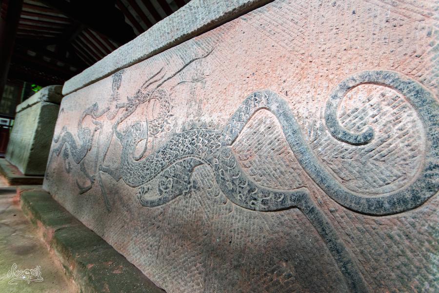 Les Bas Reliefs Sur Les Tombes