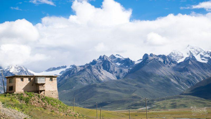 Les Vallées Entre Le Qinghai Et Le Sichuan, Un Petit Air De Tintin Au Tibet Non ?