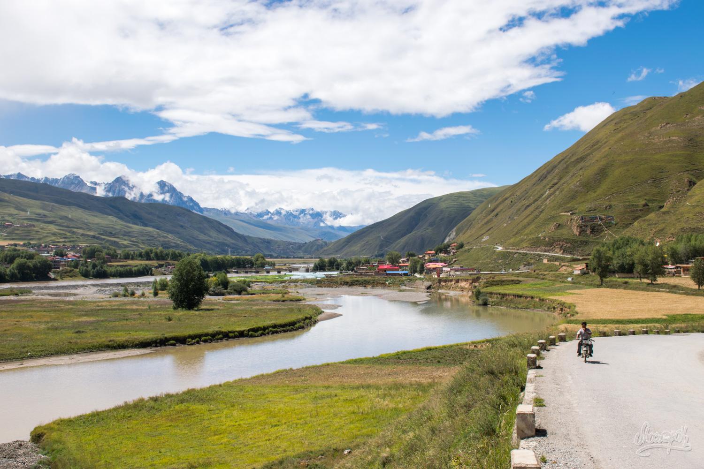 La magnifique vallée entre Garzê et Manigango