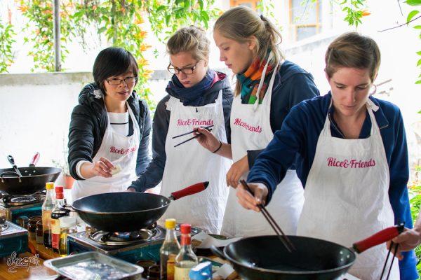 Préparation Des Rouleaux De Printemps Du Yunnan