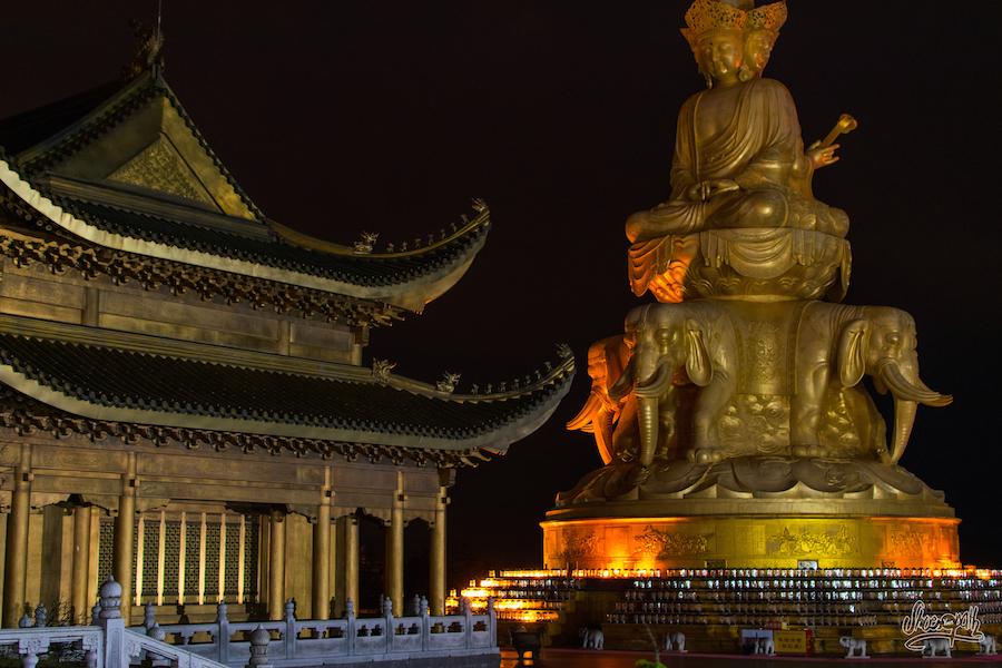 Le Temple De Bronze Et Le Grand Stupa Avant L'arrivée Massive De Touristes