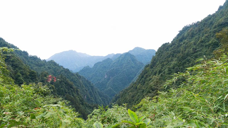 Petit temple sur la montagne d'Emeishan