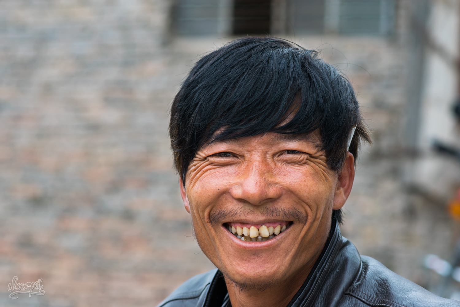 A pig merchant, met in a tiny village on the way. Seriously, such a smile, isn't convincing ?