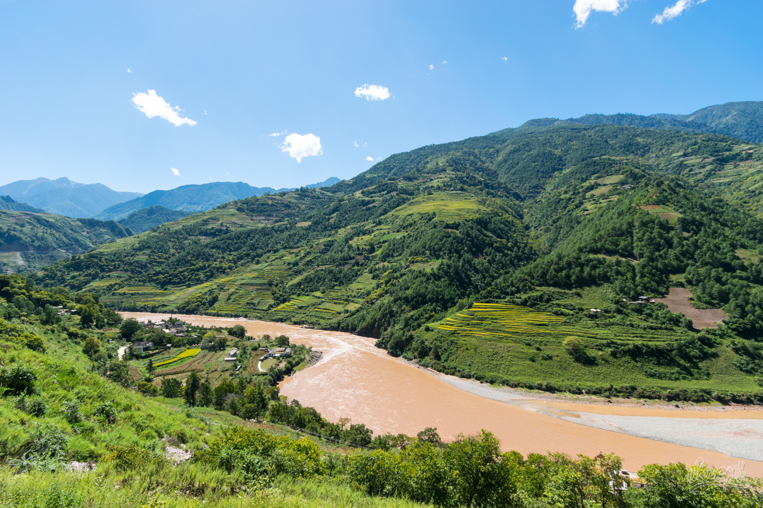 Hiking Across Yunnan : From Yacks To Buffalos