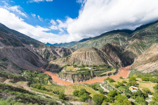 Une Des Vallées Verdoyantes Qui Jalonnent Le Parcours Du Mékong Au Yunnan