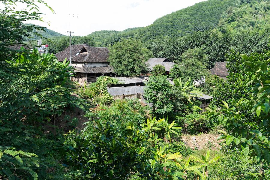 Vue D'ensemble D'un Petit Village Traditionnel Du Xishuangbanna