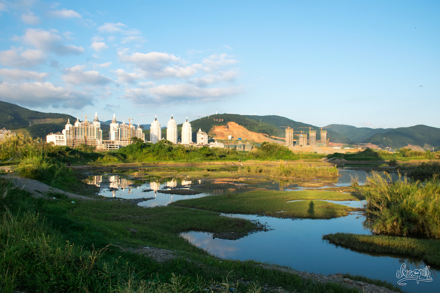 Coucher de soleil sur les rives du Mékong à Jinghong